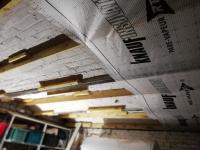 Pose d'une isolation d'un plafond de cave par votre professionnel de l'insufflation